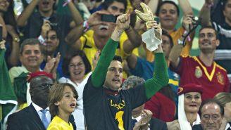 Julio Cesar dedica su trofeo a Casillas en la Confederaciones 2013