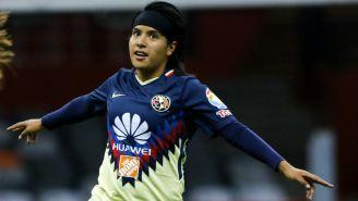 Lucero Cuevas festeja gol con América
