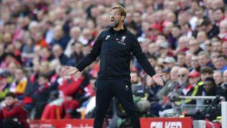 Jürgen Klopp lanza un grito en un juego del Liverpool