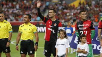 Rafa Márquez saluda a su afición en el Jalisco