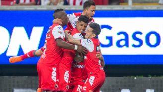 Jugadores de Veracruz celebran una anotación