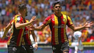 Antonio Sánchez festeja su gol contra Alebrijes