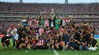 Chivas levanta el trofeo del C2017