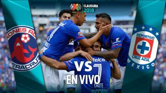 Jugadores de Cruz Azul celebran un gol en un partido