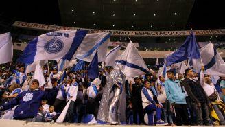 Aficionados de Puebla apoyan a la Franja frente a Chivas