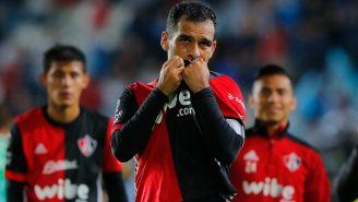 Rafa Márquez besa el escudo del Atlas