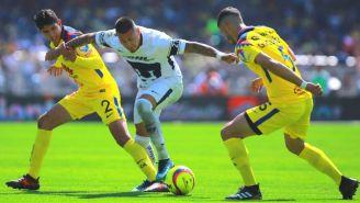 Castillo intenta escapar con el balón en el Pumas vs América del C2018