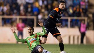 Luis Madrigal en un juego de Alebrijes