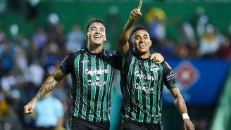 Jugadores de Tapachula celebran una anotación