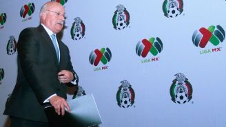 Enrique Bonilla en una conferencia de prensa