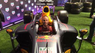 Andrés Iniesta, en un monoplaza de la escudería Red Bull