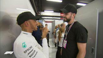 Hamilton y Piqué platican previo a las prácticas del GP de España