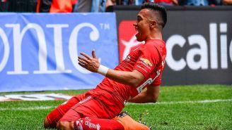 Fernando Uribe celebra un gol con Toluca