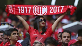 Aficionados apoyan a Toluca en el Nemesio Díez