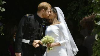 El príncipe Enrique y Meghan Markle se besan tras casarse