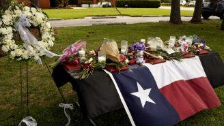 Familiares montan altares en honor a las víctimas del tiroteo