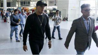 Nicolás Castillo a su llegada al aeropuerto de Lisboa, Portugal