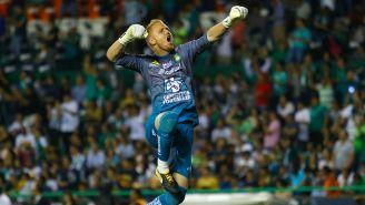 William Yarbrough festeja en juego con León