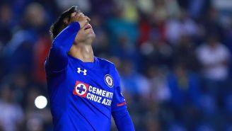 Felipe Mora se lamenta en juego con Cruz Azul