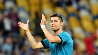 Cristiano Ronaldo aplaude a la afición