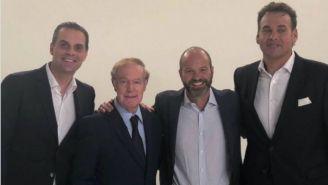 Martinoli, Joserra, Luis García y Faitelson posan para una foto