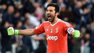 Buffon celebra un anotación de la Juventus