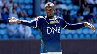 Usain Bolt reclama durante juego contra Noruega Sub 19