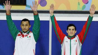 Ocampo y Rommel saludan a los aficionados