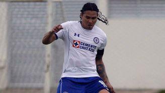 Carlos Peña en un entrenamiento de Cruz Azul