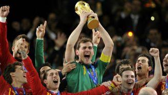 Iker Casillas levanta la Copa del Mundo con España