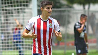 Ronaldo Cisneros en un partido de Chivas Sub 20