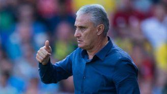 Tite observa el juego entre la selección de Brasil y Croacia