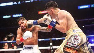 Leo Santa Cruz suelta un golpe en la cara de Abner Mares