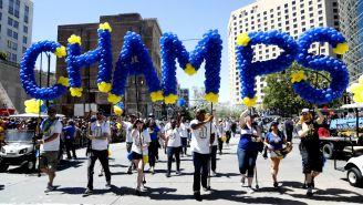 Aficionados celebran Campeonato de Golden State Warriors