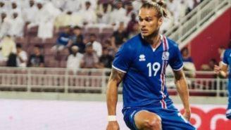 Rúrik Gíslason en acción durante un partido con Islandia