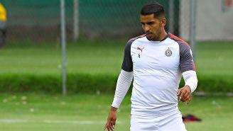 Miguel Ponce en un entrenamiento con Chivas