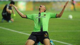 Kim Shin-Wook celebra un gol