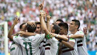 Jugadores del Tri festejan el gol de Vela contra Corea en Rusia 2018