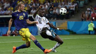 Ola Toivonen define para marcar el primer gol del encuentro