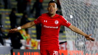 Fernando Uribe celebra gol con el Toluca