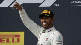 Lewis Hamilton festeja tras ganar el GP de Francia