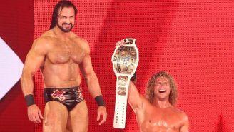 Dolph Ziggler (der) y Drew McIntyre después de la lucha