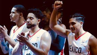 Jugadores mexicanos festejan después del triunfo contra EU