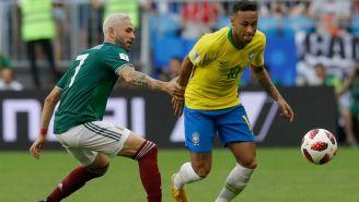 Layún y Neymar pelean por un esférico en Samara