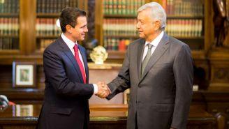 Peña Nieto y AMLO se saludan durante su encuentro