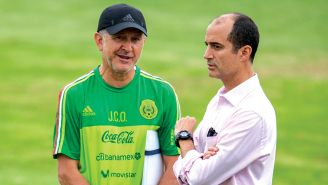 Juan Carlos Osorio (izq) y Guillermo Cantú (der) en un entrenamiento del Tri