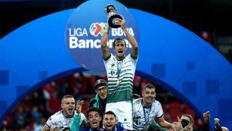 Carloz Izquierdos levanta el título del Clausura 2018