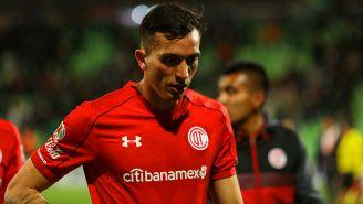 Maximiliano Perg se lamenta en un partido con Toluca