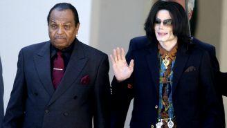 Joe y Michael Jackson, frente a la prensa