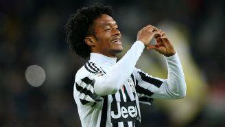 Cuadrado hace un corazón con las manos para celebrar una anotación con la Juventus